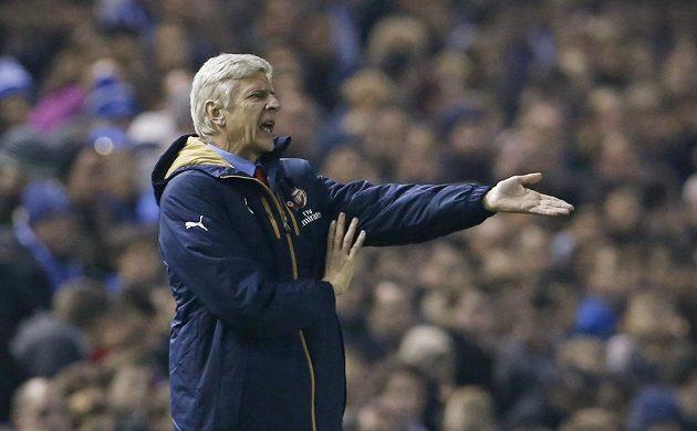 Rozčarovaný trenér fotbalistů Arsenalu Arséne Wenger.