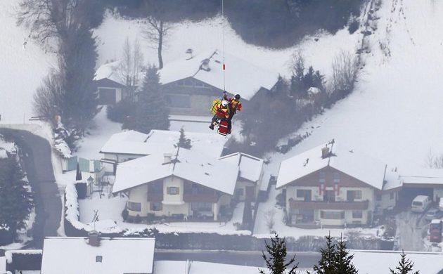 Zraněná Lindsey Vonnová musela být po ošklivém pádu v Super G na MS v alpském lyžování ve Schladmingu přepravena vrtulníkem přímo z trati.