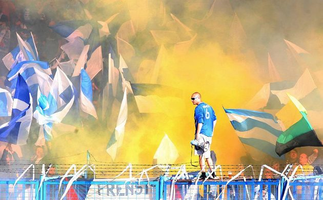 Kotel ostravských fanoušků před skončením zápasu 30. kola s Duklou.