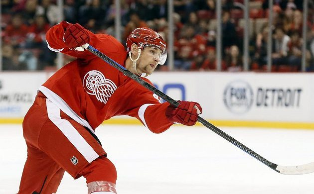 Detroit Red Wings defenseman Jakub Kindl (4) scores against the New Jersey Devils in the first period of an NHL hockey game in Detroit, Friday, Nov. 7, 2014. (AP Photo/Paul Sancya)