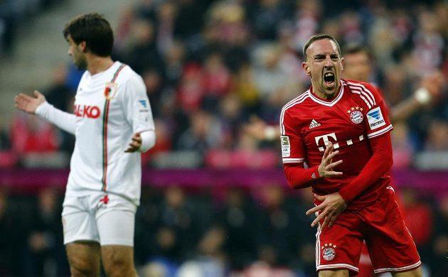 Franck Ribéry (vpravo) slavil s Francií taktéž postup na světový šampionát. Válel ale hlavně za Bayern, se kterým získal treble.