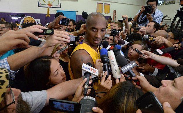Návrat Kobeho Bryanta z Los Angeles Lakers vyvolal velký rozruch.