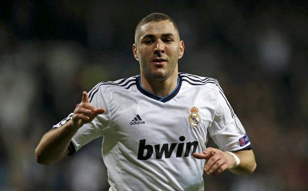 Karim Benzema z Realu Madrid slaví gól do sítě tureckého Galatasaraye.