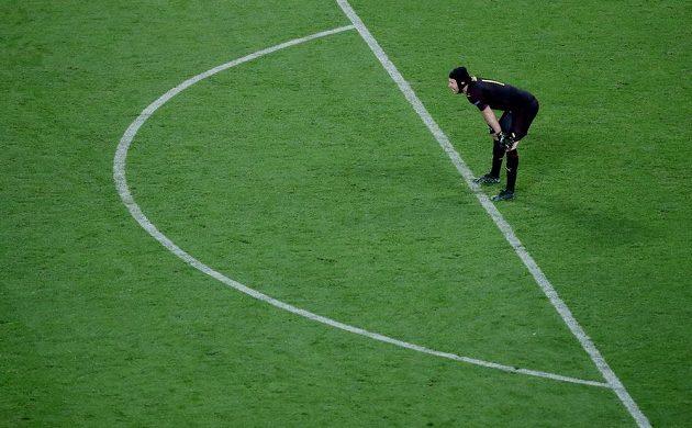 Brankář Petr Čech prožíval ve finále Evropské ligy těžké chvíle.