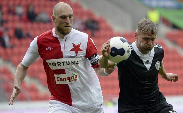 Martin Latka ze Slavie (vlevo) a Adam Varadi z Dynama během utkání 26. kola Synot ligy.