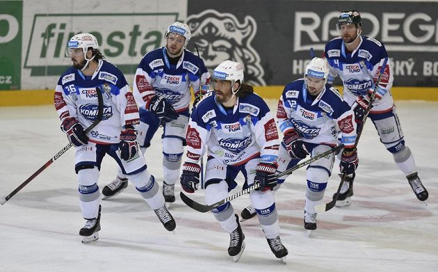 Hráči Brna se radují z branky proti Chomutovu - zleva Martin Zaťovič, autor gólu Peter Mueller, Jan Štencel, Petr Holík a Michal Gulaši.