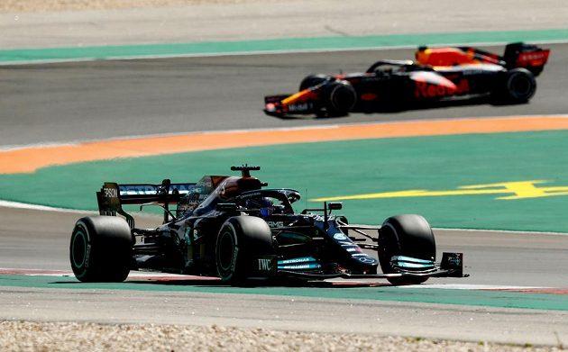 Britský pilot Mercedesu Lewis Hamilton v akci během Velké ceny Portugalska F1.