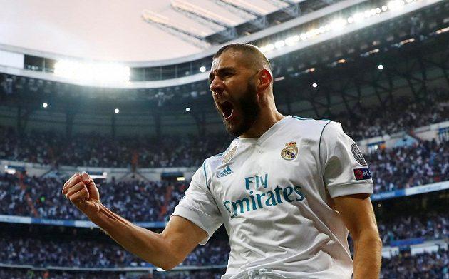 Karim Benzema slaví vyrovnávací gól Realu v odvetě proti Bayernu.