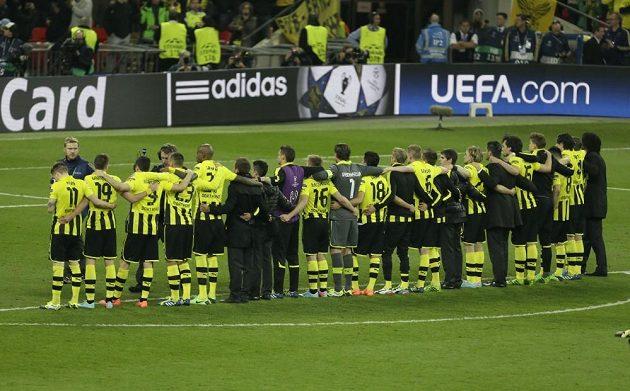 Zklamaní fotbalisté Dortmundu se po prohraném finále Ligy mistrů s Bayernem loučí s fanoušky.