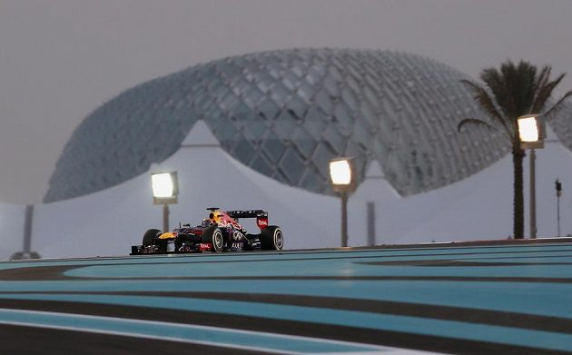 Sebastian Vettel neměl v Abú Zabí soupeře, závod vyhrál stylem start-cíl.