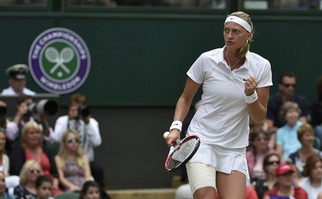 Petra Kvitová se raduje po jedné z výměn ve finále tenisového Wimbledonu.