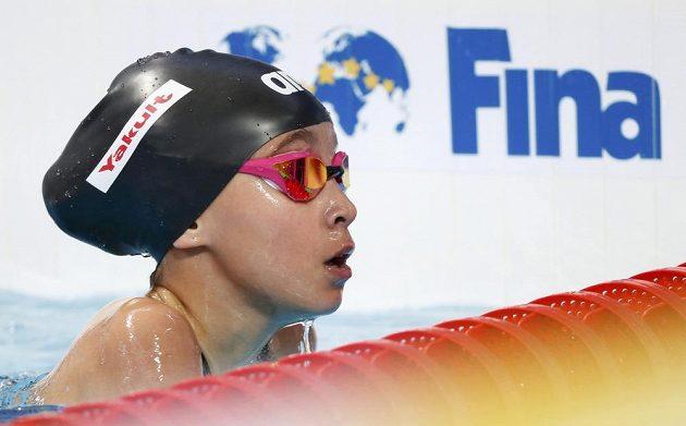 Desetiletá Alzain Tareqová z Bahrajnu během mistrovství světa v ruské Kazani po závodě na 50 m motýlek.