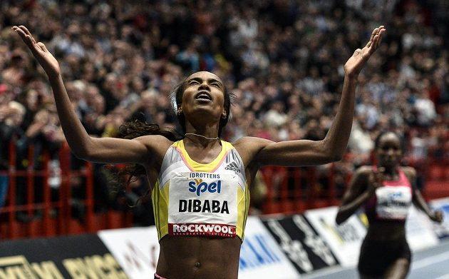 Genzebe Dibabaová z Etiopie zlepšila o více než sedm sekund světový rekord v běhu na 3000 metrů.