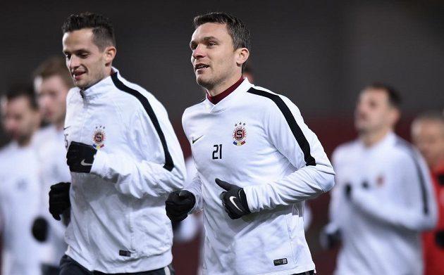 Sparťanští fotbalisté David Lafata (21) a Mario Holek.