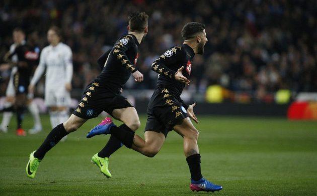 Neapolský Lorenzo Insigne oslavuje svoji branku v zápase proti Realu Madrid.