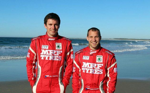 Jan Kopecký a jeho navigátor Pavel Dresler po závodě v Nové Kaledonii.