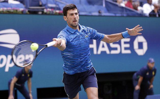 Světová jednička - Srb Novak Djokovič - slaví postup do druhého kola tenisového US Open.