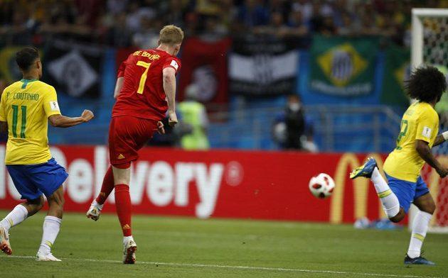Kevin de Bruyne pálí a míč končí v sítí. Belgie vede nad Brazílií už 2:0