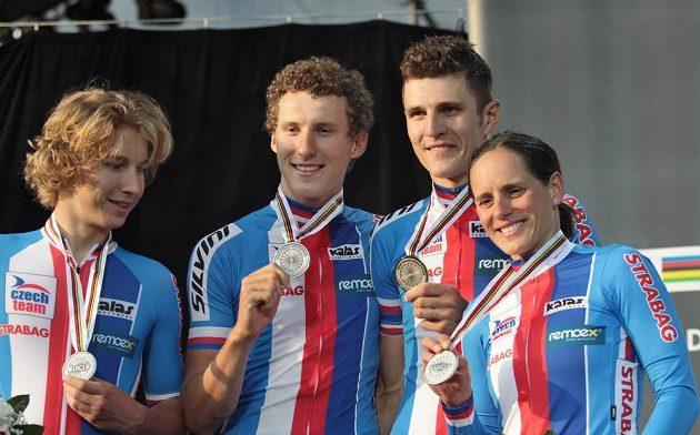 Bikeři zleva Richard Holec, Matěj Průdek, Jaroslav Kulhavý a Kateřina Nash.