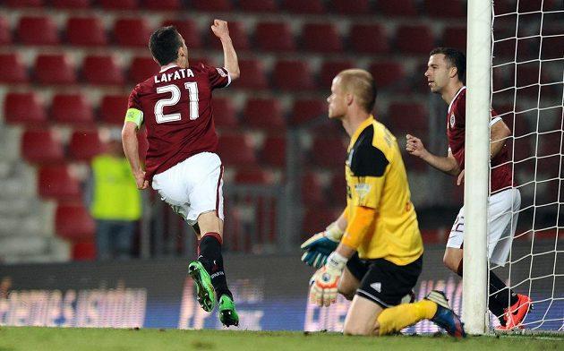 David Lafata oslavuje vedoucí gól Sparty proti Znojmu
