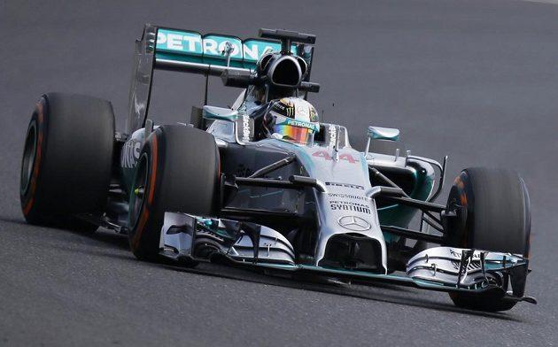 Pilot stáje Mercedes Lewis Hamilton při tréninku na Velkou cenu Japonska v Suzuce.
