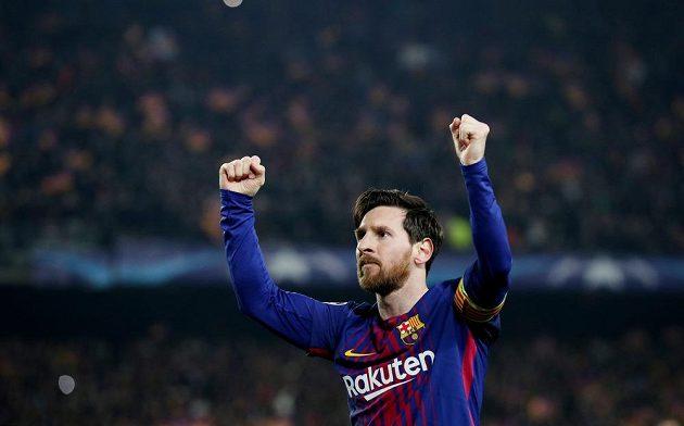 Lionel Messi slaví stý gól v Lize mistrů v odvetě osmifinále Ligy mistrů.
