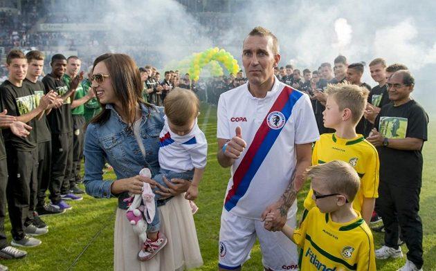 Fernando Ricksen s rodinou před benefičním zápasem v Sittardu v roce 2014.