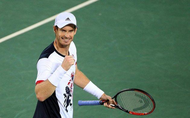 Andy Murray se raduje z výhry v prvním setu.