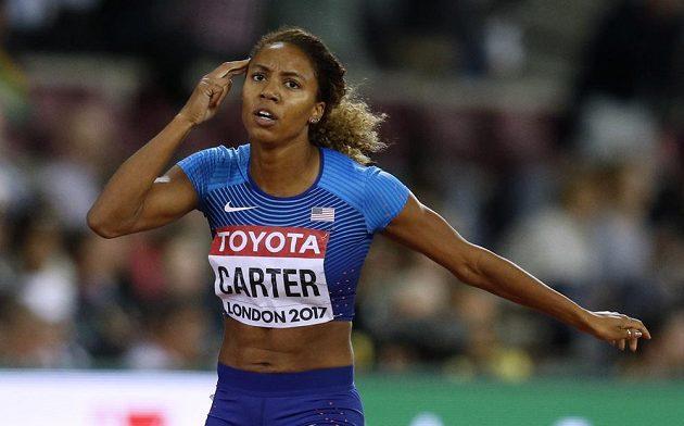 Američanka Kori Carterová vyhrála na atletickém MS v Londýně běh na 400 metrů překážek.
