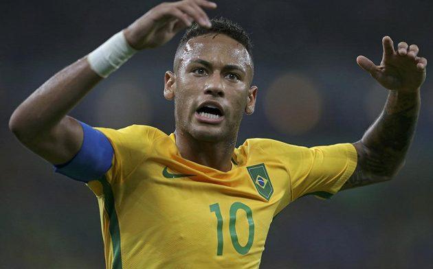 Brazilec Neymar při finále fotbalového turnaje s Němci.