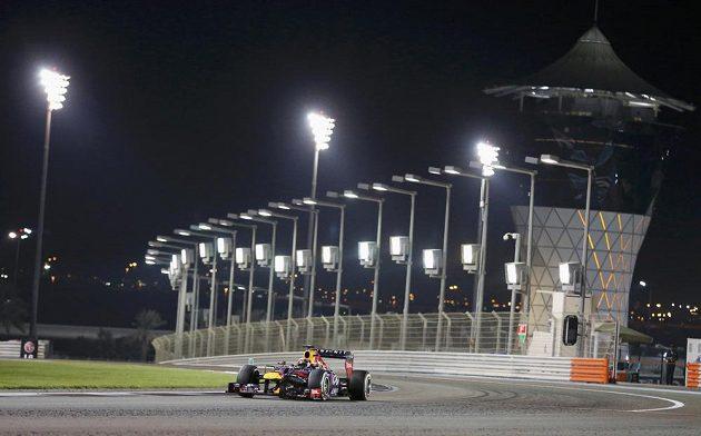 Sebastian Vettel jede s luxusním náskokem v čele Velké ceny Abú Zabí.