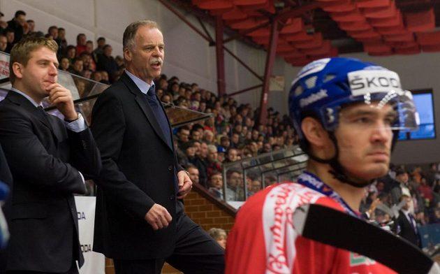 Slavomír Lener (druhý zleva) koučoval českou hokejovou reprezentaci v duelu Euro Hockey Challenge proti Lotyšsku.