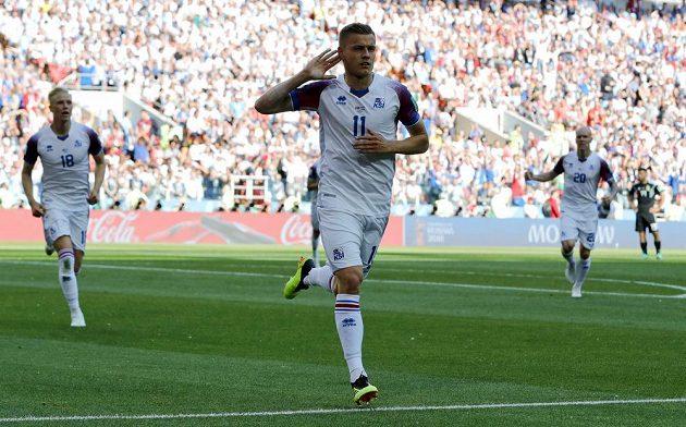 Islanďan Alfred Finnbogason slaví svou trefu proti Argentině.