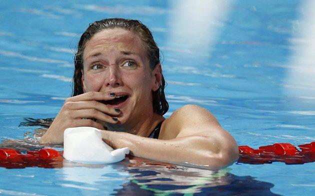 Pohled na výsledkovou tabuli Katince Hosszúové po dohmatu finále polohového závodu na 200 metrů vehnal slzy do očí.