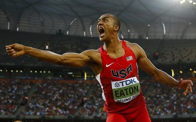 Ashton Eaton překonal na MS v Pekingu světový rekord v desetiboji.