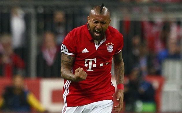 Arturo Vidal oslavuje svoji trefu v souboji gigantů Bayern - Real Madrid.