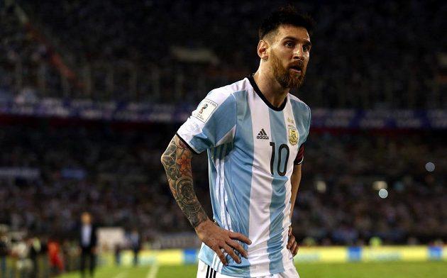 Argentinec Lionel Messi vstřelil v utkání kvalifikace o postup na MS 2018 proti Chile z penalty vítězný gól a mohl mít radost. Během utkání se ale často zlobil a nadával rozhodčím.