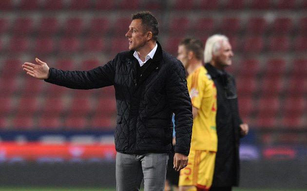 Trenér Dukly Luboš Kozel během utkání na Spartě.