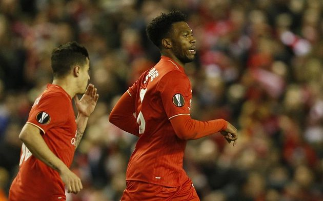 Daniel Sturridge z Liverpoolu se raduje po vstřelené brance Manchesteru United.