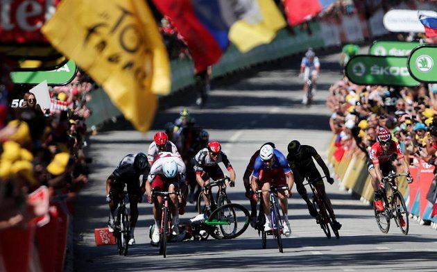 Dojezd 4. etapy Tour de France poznamenaly pády Marka Cavendishe nebo Gerainta Thomase.