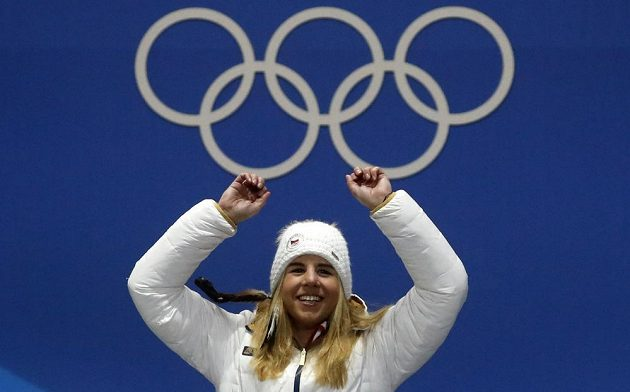 Ester Ledecká si medailový ceremoniál užila.