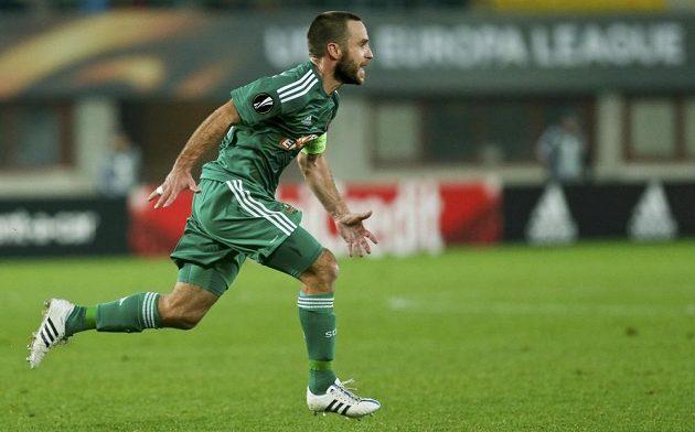 Fotbalista Rapidu Vídeň Steffen Hofmann slaví gól proti Plzni v Evropské lize.