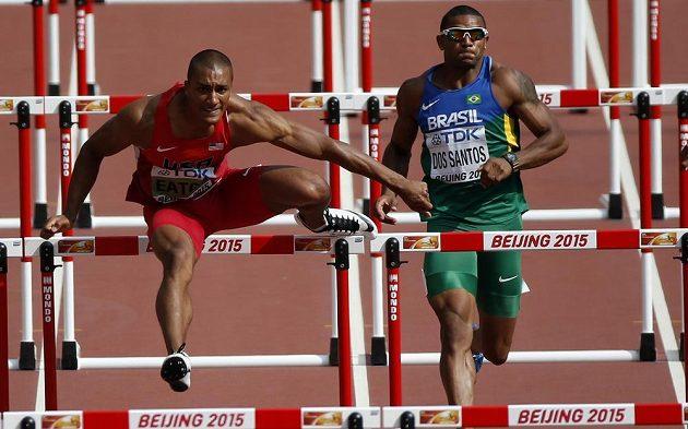 Americký desetibojař Ashton Eaton při běhu na 110 m překážek na mistrovství světa v atletice v čínském Pekingu.