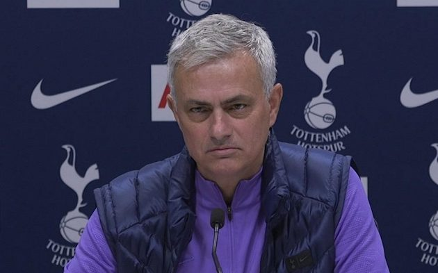 José Mourinho na tiskové konferenci poprvé v roli trenéra Tottenhamu Hotspur