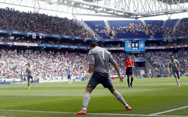 Cristiano Ronaldo z Realu Madrid jásá po prvním ze svých pěti gólů proti Espaňolu.