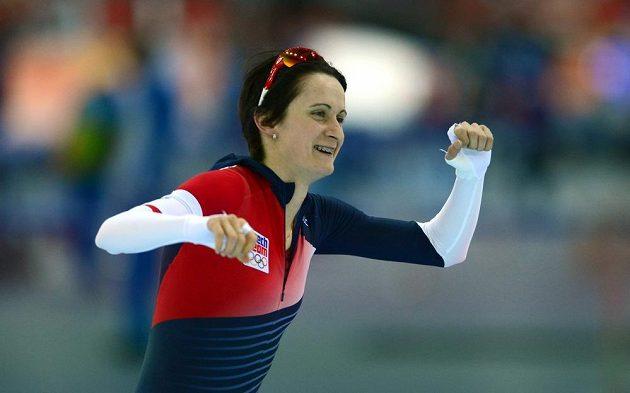 Martina Sáblíková slaví po vynikajícím výkonu na trati 3000 metrů.