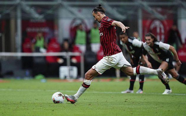 Hvězdný útočník Zlatan Ibrahimovič nastartoval gólem z penalty obrat AC Milán v utkání s Juventusem.
