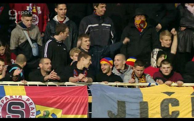 Fanoušci Sparty během utkání v Teplicích řádili.