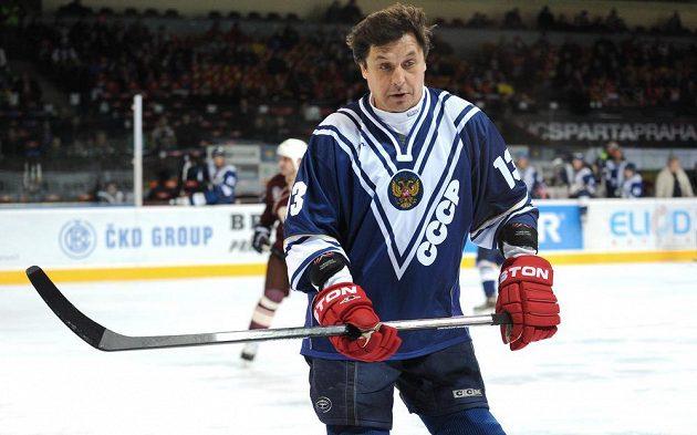 Valerij Kamenskij z výběru ruského hokeje pod hlavičkou Gazpromu v utkání proti legendám Sparty.