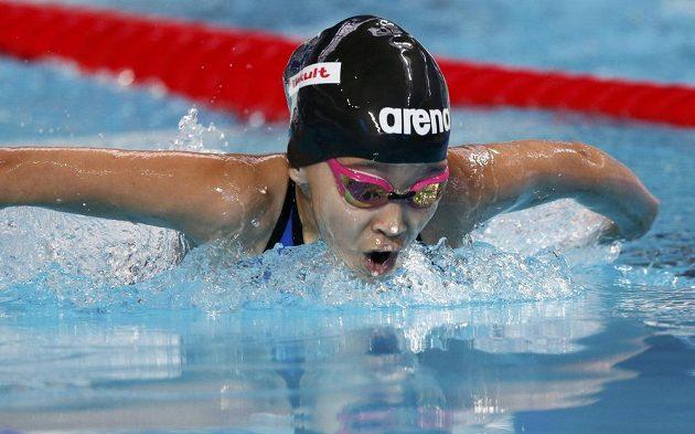 Desetiletá Alzain Tareqová z Bahrajnu během mistrovství světa v ruské Kazani v závodě na 50 m motýlek.